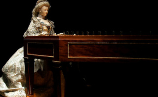 See Marie Antoinette's Piano-Playing LadyRobot