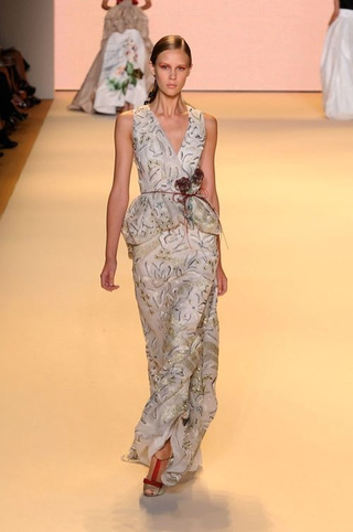 Carolina Herrera Presents Strong Looks For Delicate Flowers