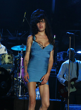 "Amy Winehouse Has A Live ""Comeback"" Of Britney Proportions"