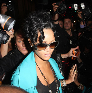 "Rihanna Cancels ""Comeback"" Concert; Madonna's Adoption Case Adjourned Indefinitely"