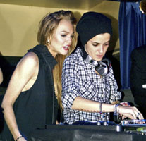 Lindsay Lohan And Samantha Ronson Cry The Friendly Skies