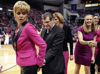 Why Is Geno Auriemma Tapping Baylor Coach Kim Mulkey's Ass In This Photo?
