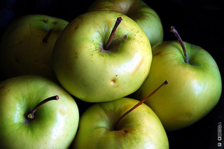 Store Apples Separately to Protect Other Produce from Over-Ripening