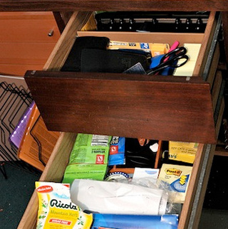 Organize desk drawers by importance for easiest access to - Organizing desk drawers ...