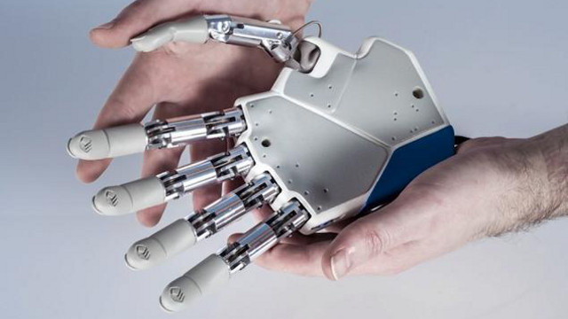 Amputee To Get An Artificial Hand That Can Experience the Feeling of Touch