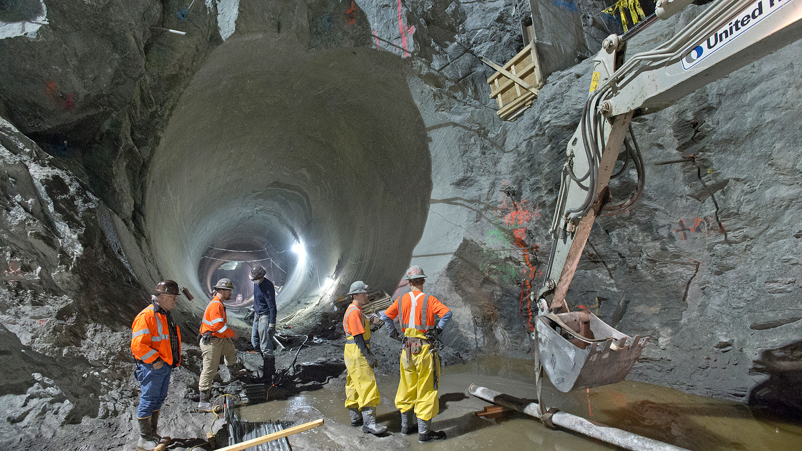 Massive new tunnels under nyc the big picture for Construction de tunnel
