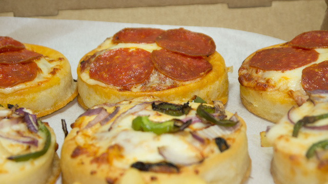 Pizza Hut Big Pizza Sliders: The Snacktaku Review