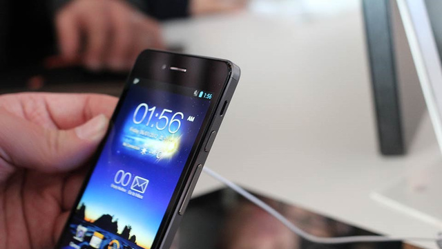 Click here to read Asus Padfone Hands On: A Sleek Two-For-One Device That Makes You Pay for Both