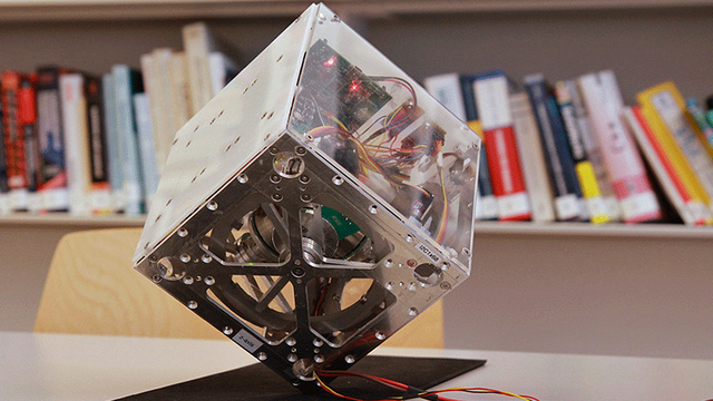 Watch This Amazing Robot Cube Deftly Balance Itself Like a Cirque Du Soleil Performer