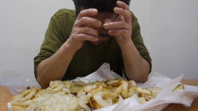 Man Eats Burger King Burger with One Hundred Slices of Grilled Onions