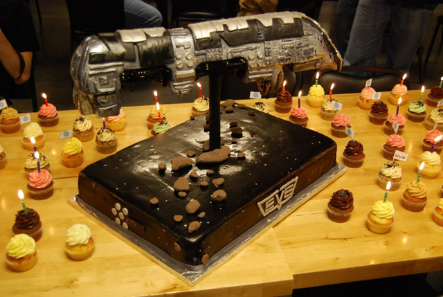 EVE Online Celebrates 6th Anniversary With Cake