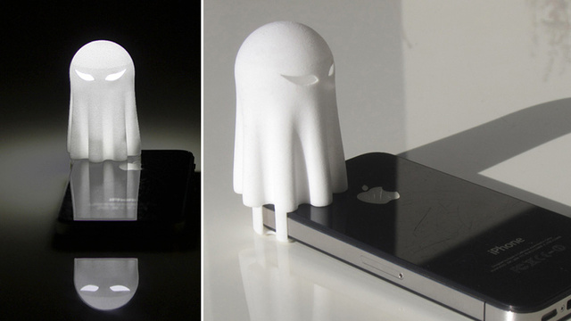 Click here to read This Ghost-Shaped iPhone Nightlight Will Scare Away the Dark