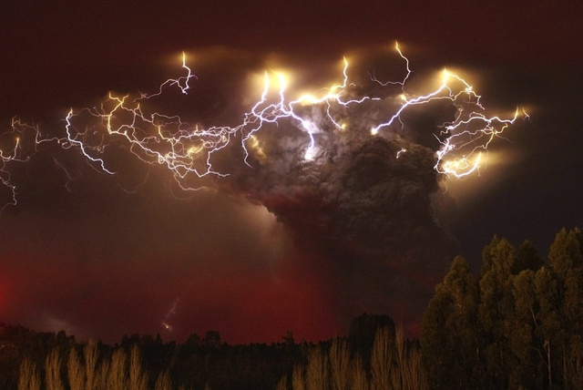 ... types of volcanic lightning u2013 one that occurs at the mouth of an erupting volcano and a second that dances around in the heights of a towering plume ... & Volcanic Lightning in Chile and Alaska - Seeker azcodes.com