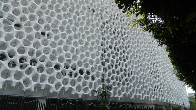 This Giant Mesh Wall Acts Like an Air Filter for Mexico City
