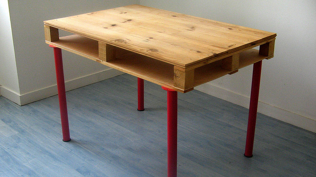 Create a Cheap and Spacious Desk with a Wooden Pallet
