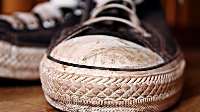 Rehab Your Dirty, Old Sneakers with Baking Soda and Laundry Detergent