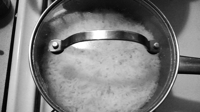 Wait 10 Minutes to Loosen Grains Stuck at the Bottom of the Pot