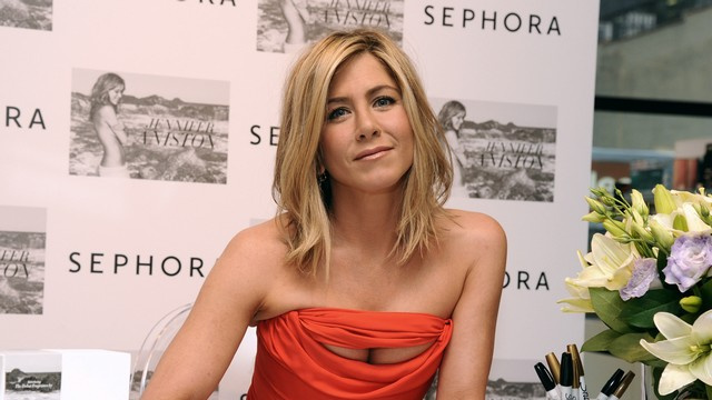 """Pre-Engaged"" Jennifer Aniston House Hunting With New Beau"
