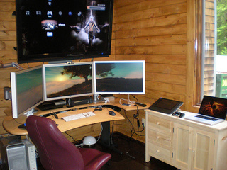 The Quad Monitor Alcove