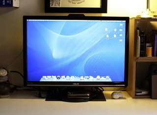 DIY Laptop Rack Hack Turns Your Monitor into an iMac