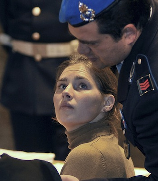 Amanda Knox Benefits From Witness' Conflicting Testimony