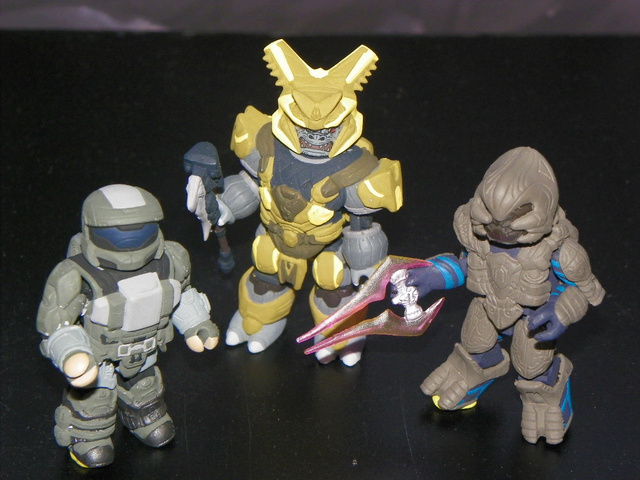 A Shrunken Cortana and Master Chief Wage War Against Halo's Bad Guys