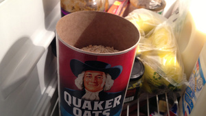 Deodorize Your Fridge with a Bowl of Oatmeal