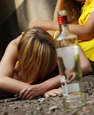 Is Binge-Drinking Making Teen Girls More Aggressive?