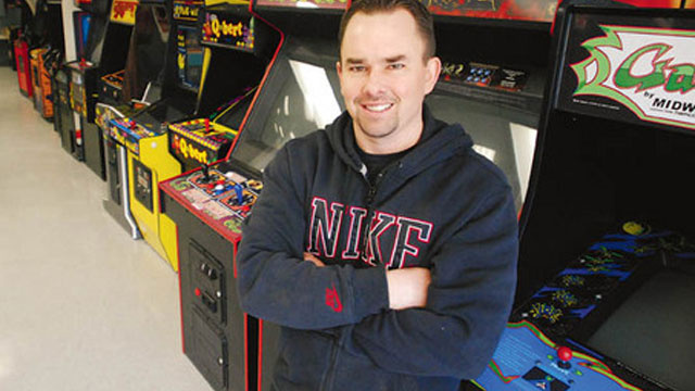 A Man Named Knucklez Doubles the Space Invaders World Record
