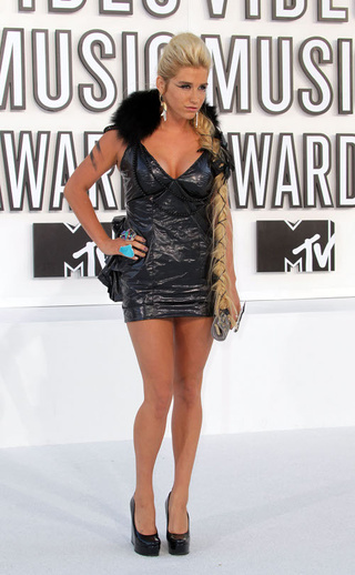 VMA White-Carpet Fashion Was A Classic Cop-Out