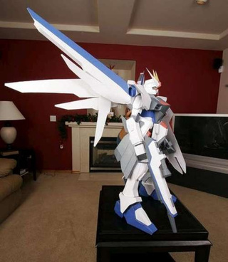 From Paper to This Insane 4-Foot Gundam In Under Four Minutes