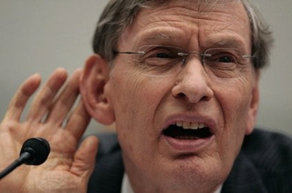 Bud Selig Can't Hear You: A Gallery Of Metaphorically Rich Photos Of The Commissioner Cupping His Ear