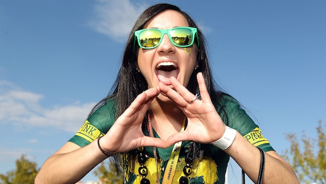"When Oregon Fans Make The ""O"" Symbol, They're Screaming ""Vagina"" In American Sign Language, New York Times Reports"
