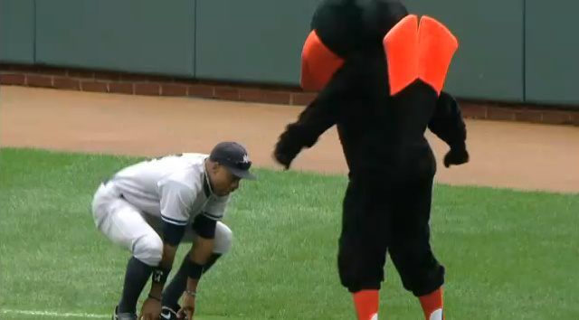 Curtis Granderson And The Orioles's Mascot Shared A Moment This Afternoon