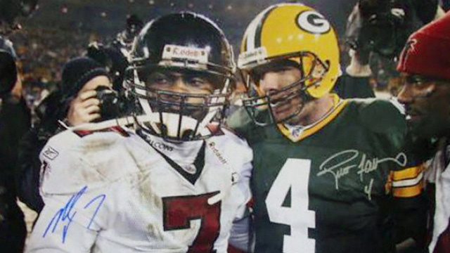 Mike Vick Tweets That He'd Be Honored To Have Favre Back Him Up, Then Tweet Disappears