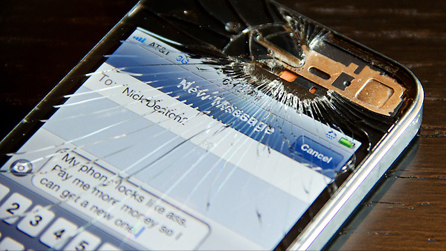 Deadspin Vs. Gizmodo iPhone Repair Contest: Please Submit Your Entries