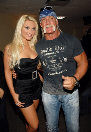 Hulk Hogan: I Didn't Show My Genitals To My Daughter