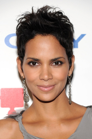 Did Halle Berry Nab Cover Of September Vogue?