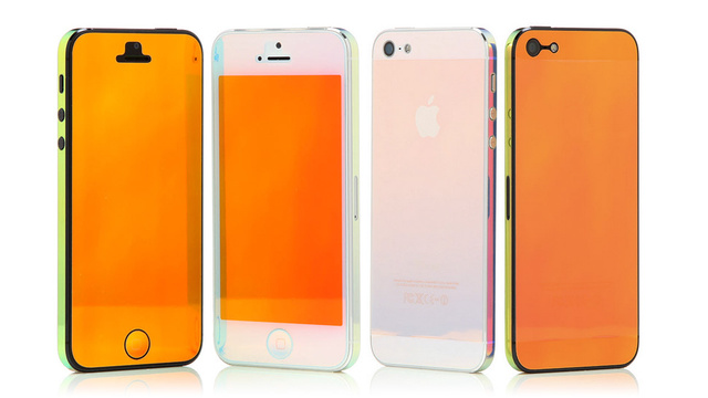 Click here to read Iridescent Skins Let You Just Tilt To Change Your iPhone's Color