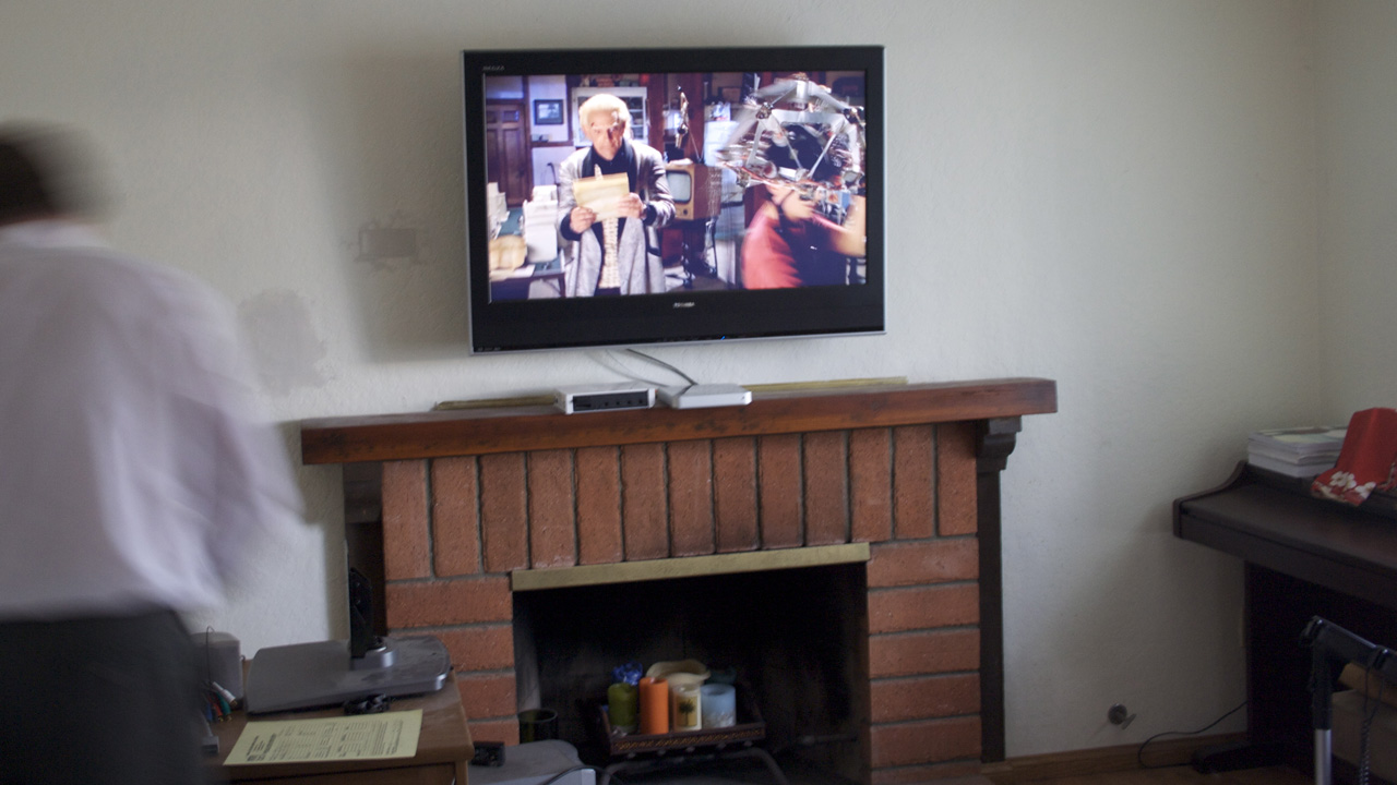 Why Mounting Your Tv Above The Fireplace Is Never A Good Idea Lifehacker Australia