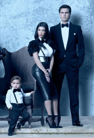 Kardashian Family Christmas Card: Now With 3-D Butt-Viewing Technology