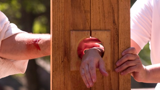 Man Uses Homemade Guillotine to Cut Off His Arm