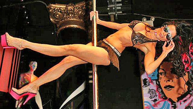 Golddigging Pole-Dancer Writes Depressing Dating Advice Column