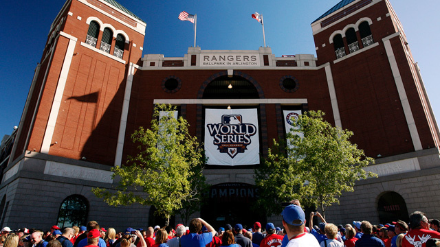 Ballpark Erecting Statue to Fan Who Fell From Stands