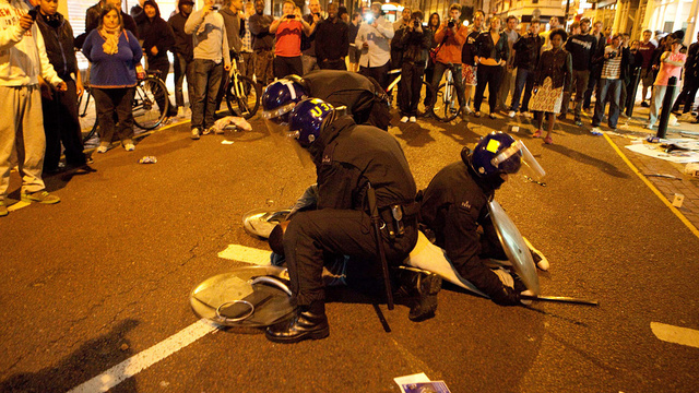 'Mob Rule' as London Rioting Spreads - Photos