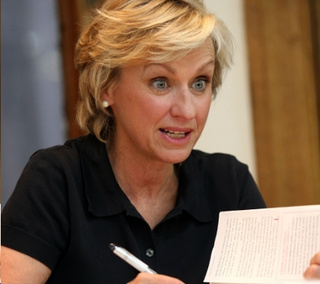 Tina Brown to Keep Newsweek Crappy Until April