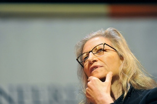 Annie Leibovitz Is Going to End Up Losing Her Thumbs