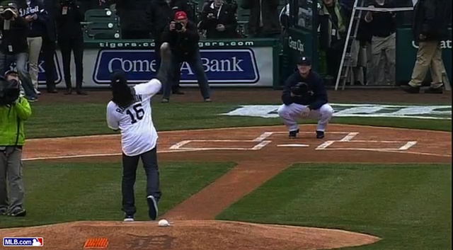 Denard Robinson's First Pitch At The Tigers Game Eventually Rea…