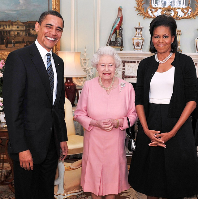 Obama Gives Queen Another Crappy Present
