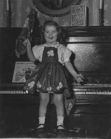 Aww Look At 2-Year-Old Maureen Dowd